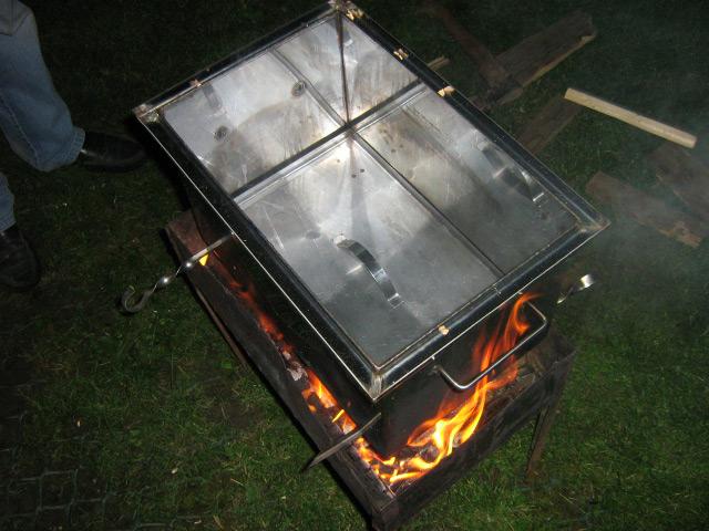домашняя коптильня на огне
