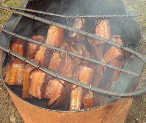 Сало коптят горячим способом